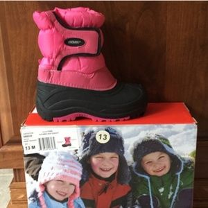 Excellent Gently Used  Girls Khombu Snow Boots